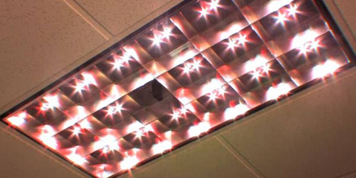 Sistema de lámparas LEDs de techo transmiten información con su luminiscencia