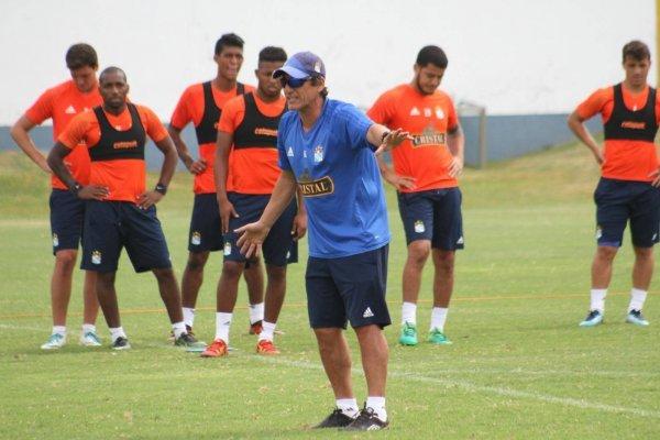 Tras salir de Universidad Católica en diciembre pasado, Mario Salas firmó un contrato por dos años con Sporting Cristal / Foto: Club Sporting Cristal