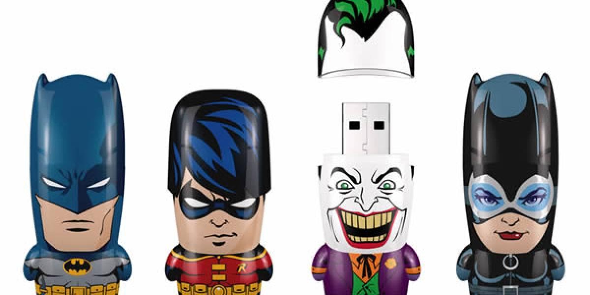 ¡Santos cuerpos miniaturizados y cabezones, Batman! Nos hicieron memorias USB