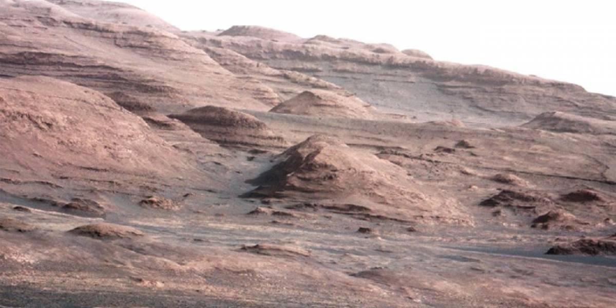 Curiosity envía foto de montaña marciana y su primer mensaje de voz