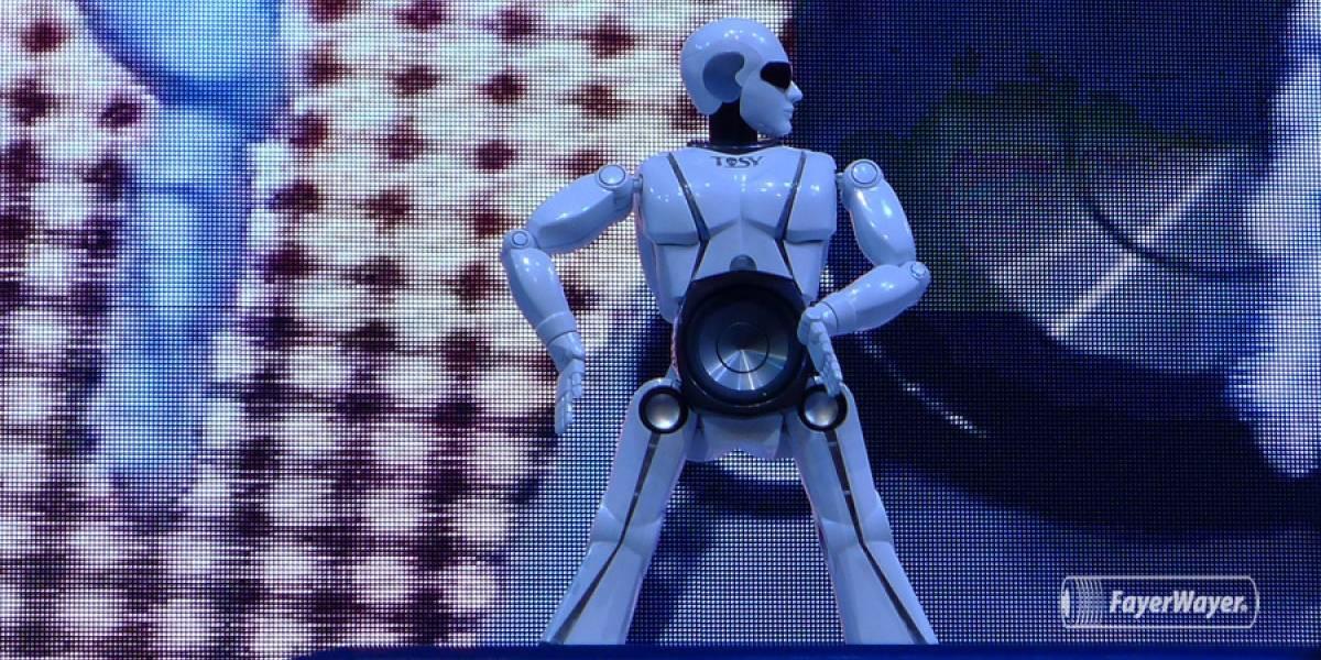 CES 2013: mRobo es un parlante robot bailarín (Video)