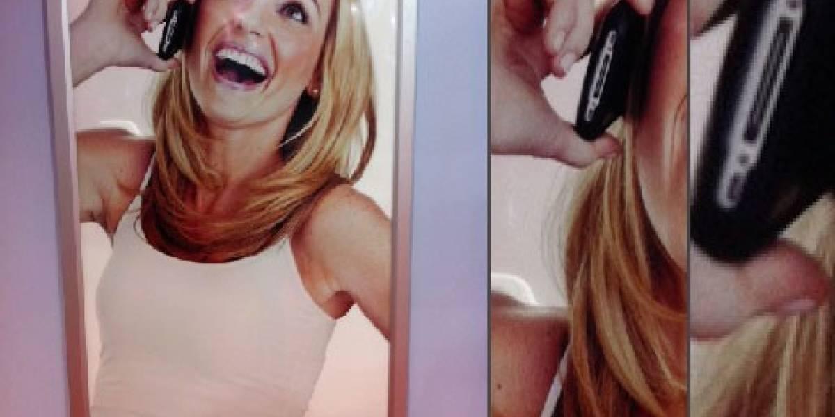 WTF! Chica de afiche de Nokia usa un iPhone