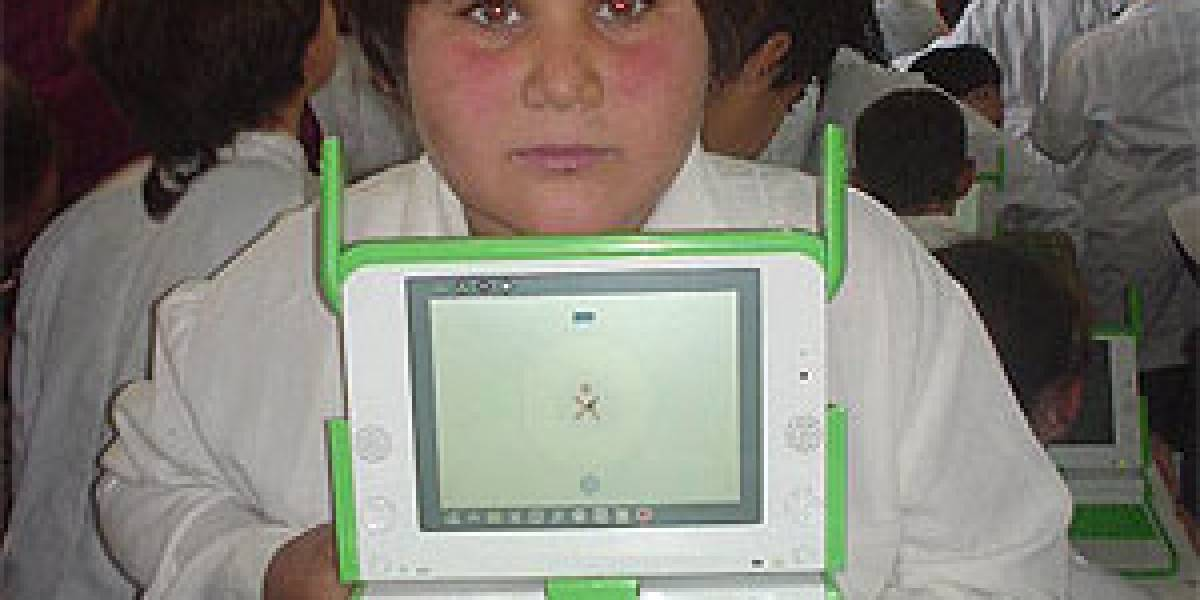 Alumnos de Uruguay reciben primeros 150 OLPC XO