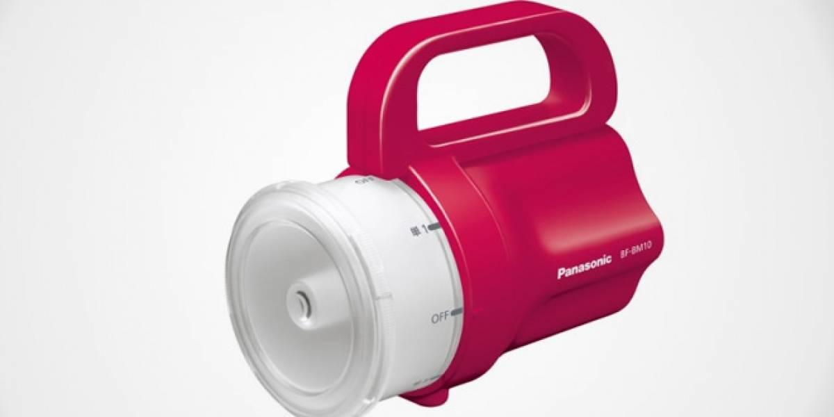 Panasonic crea linterna que funciona con casi cualquier pila