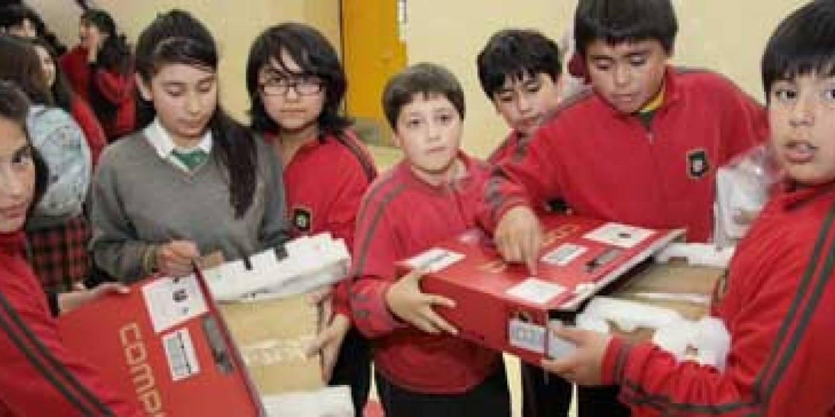 Chile: Estudiantes de Punta Arenas reciben pedazo de madera en lugar de un PC