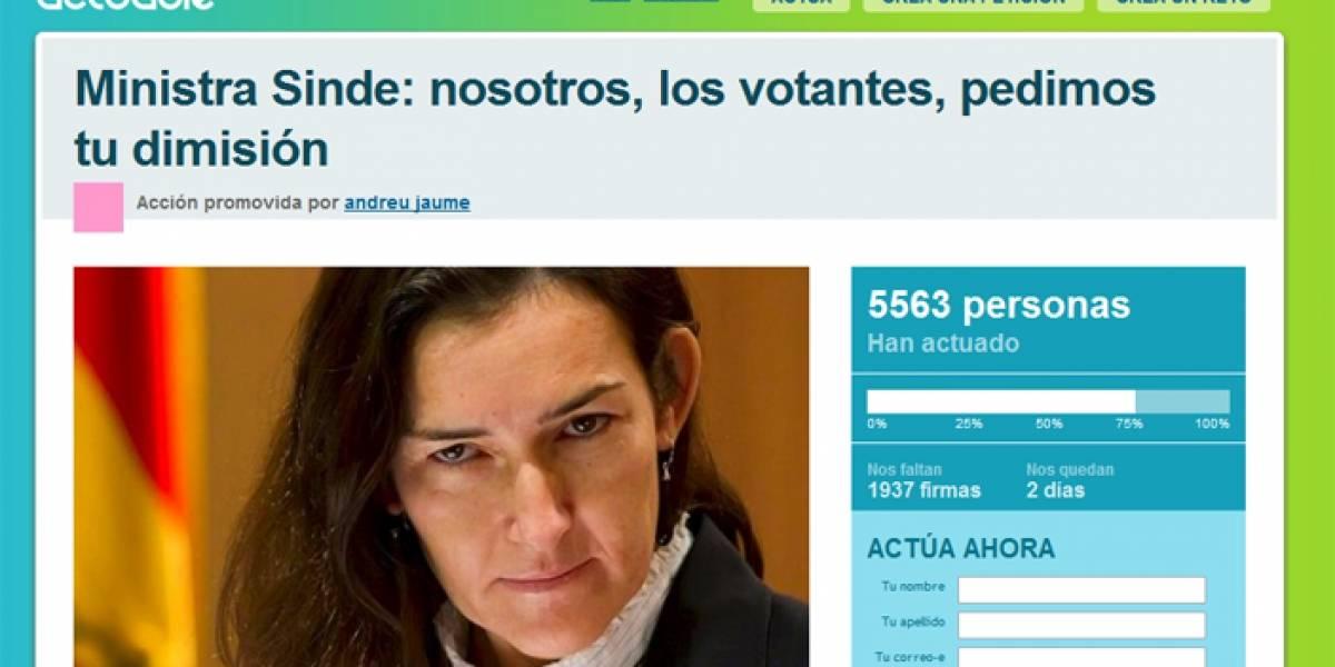 España: Internautas exigen la renuncia de Sinde por la Ley Antidescargas