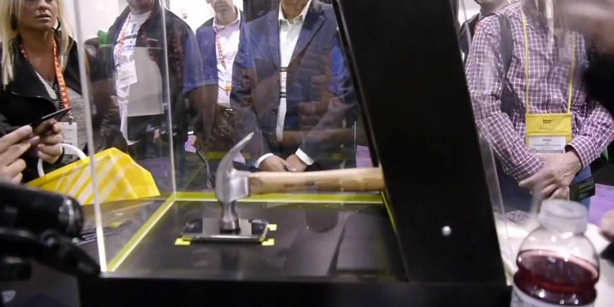 CES 2013: ArmorShield deja la pantalla de tu teléfono a prueba de martillazos