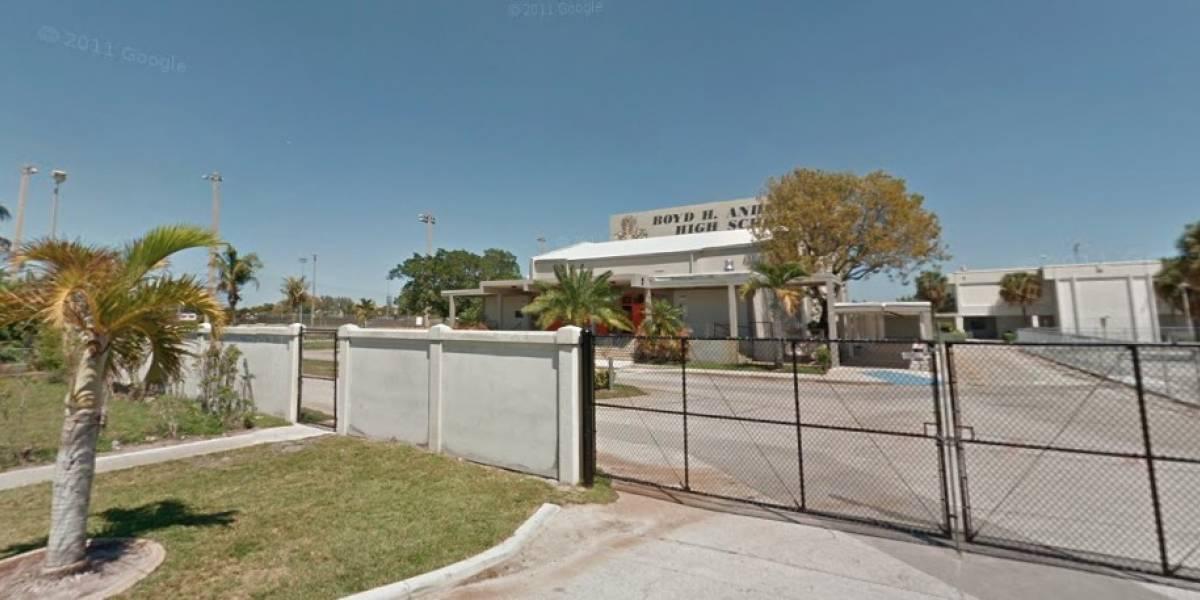 Evacúan tres escuelas en Florida por amenaza de bomba