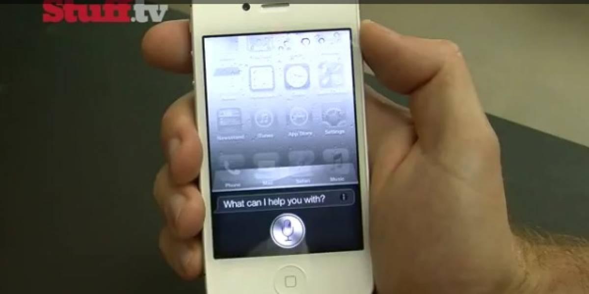 Clientes reciben antes de tiempo el iPhone 4S y muestran las gracias de Siri