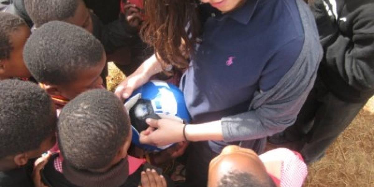 Pelota de fútbol genera electricidad a punta de patadas