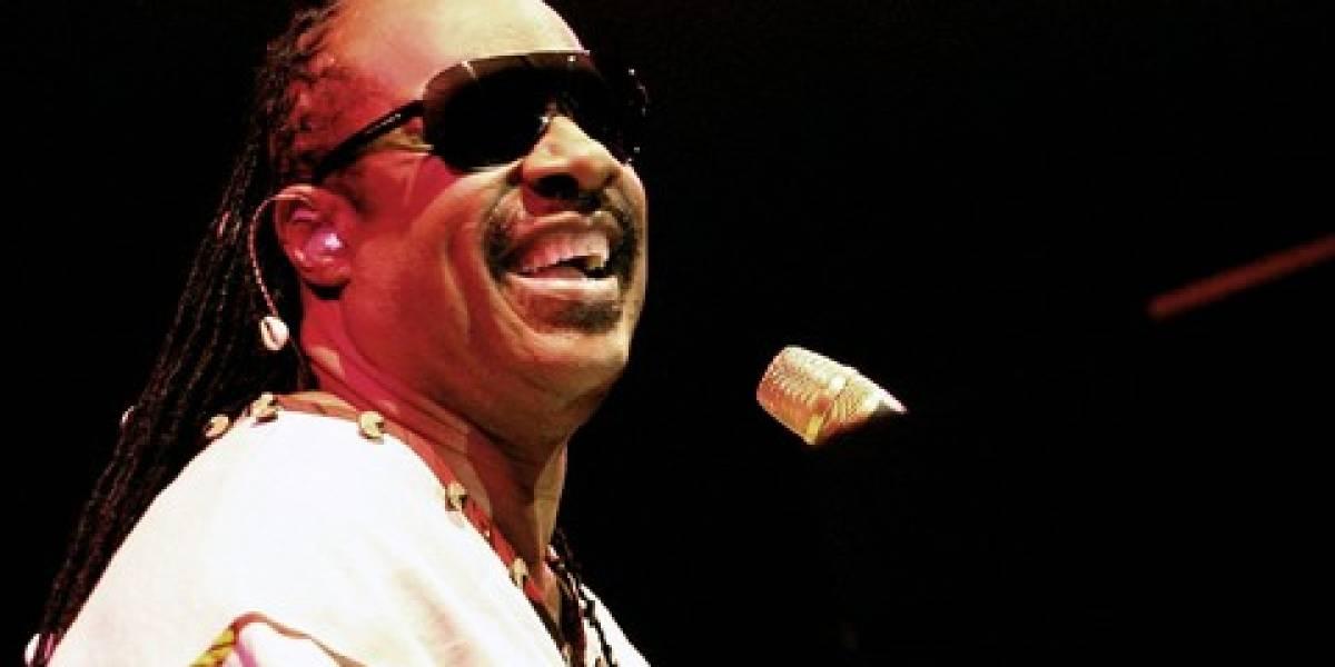 Stevie Wonder alaba a Steve Jobs por sus aportes al mundo tecnológico