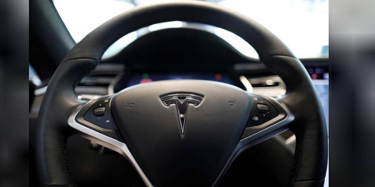 """EUA investigam acidente envolvendo """"piloto automático"""" da Tesla, diz fonte"""