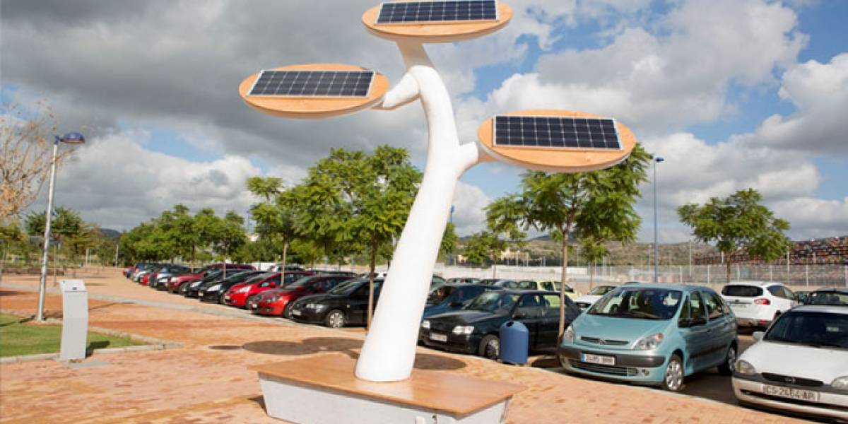 Dos estudiantes españoles diseñan 'árboles solares' para recargar baterías
