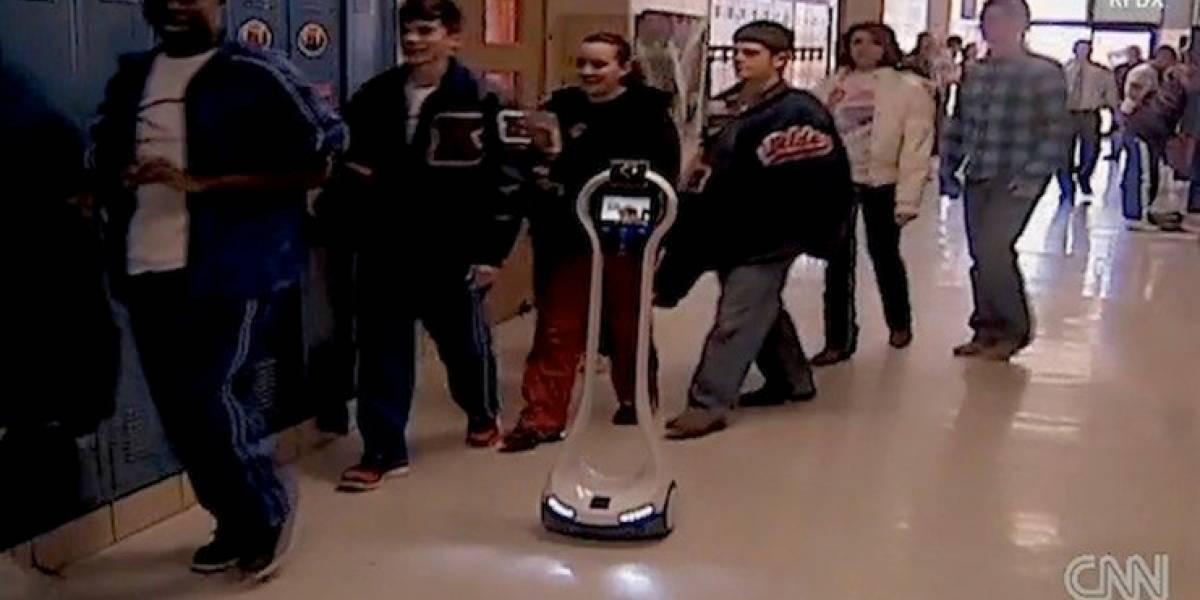 Estudiante de Texas usa robot de telepresencia para ir al colegio
