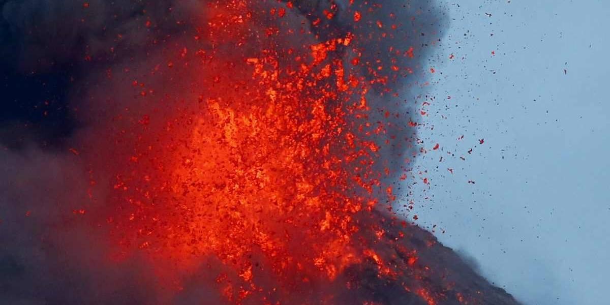 Lava se extiende a casi 3 kilómetros de cráter del Mayón