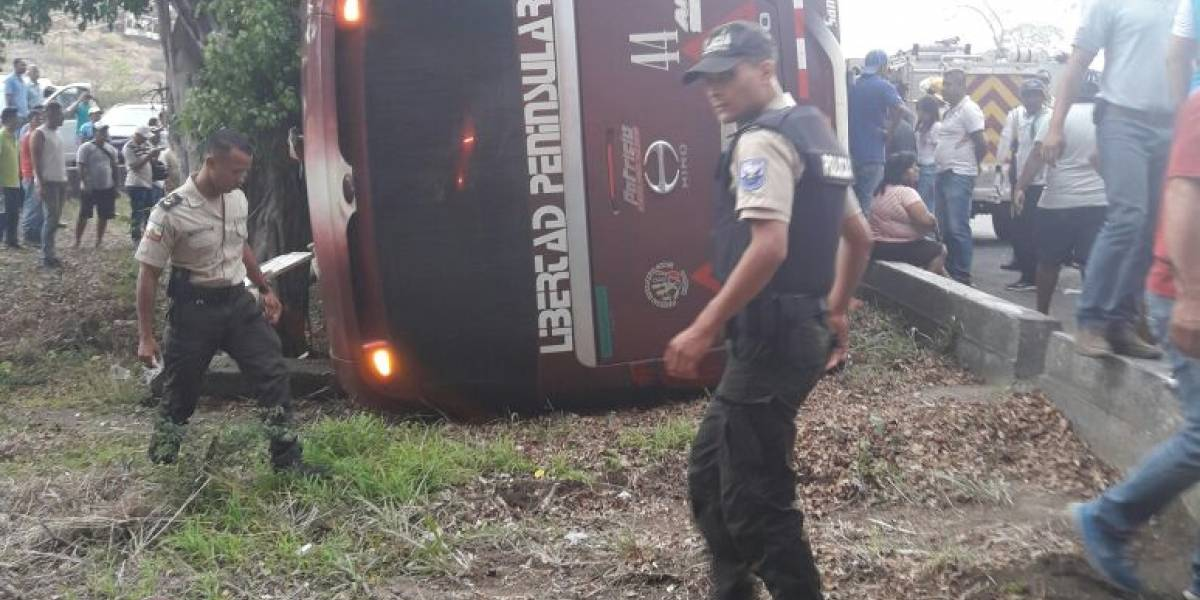 10 heridos dejó un accidente de tránsito en vía a la Costa