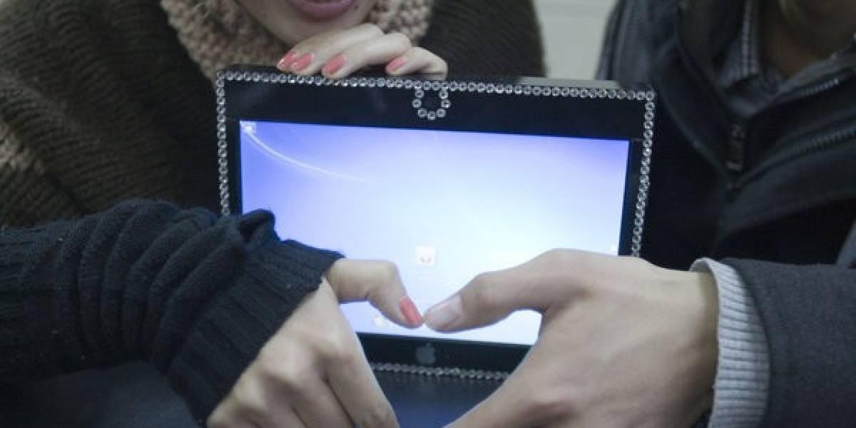 Joven chino construye un iPad casero para regalárselo a su novia