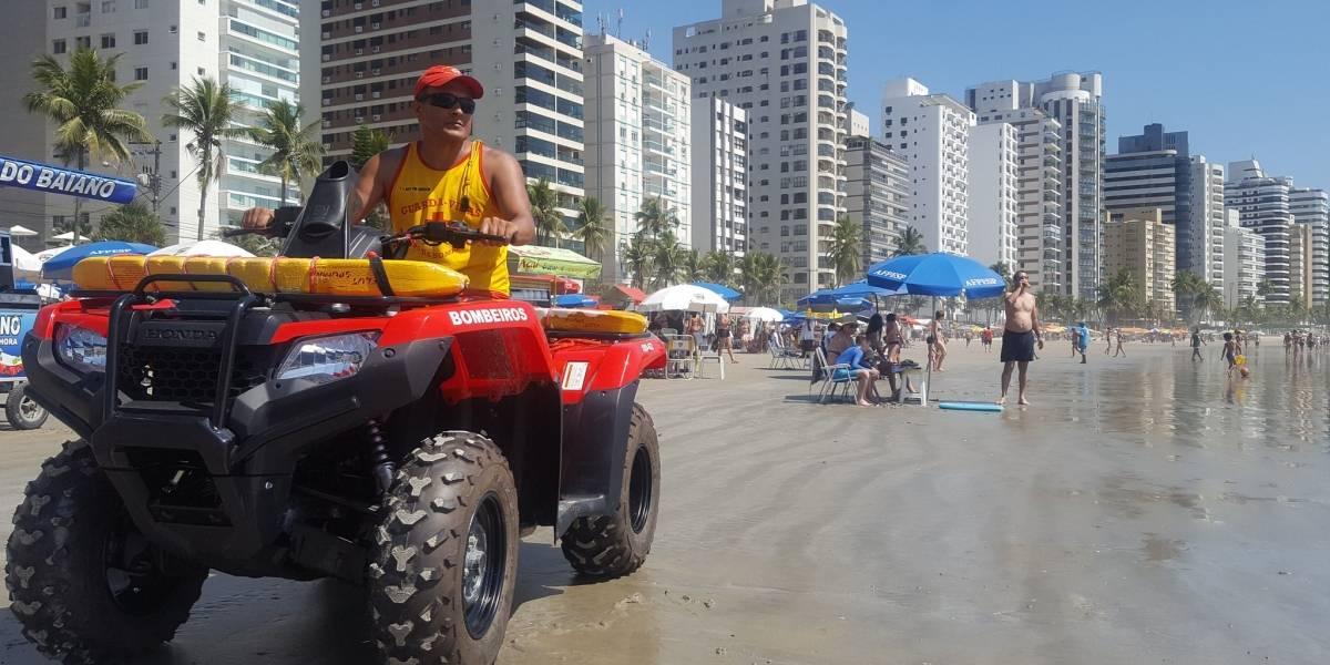 O bombeiro que há três décadas salva pessoas na praia recordista de afogamentos em SP
