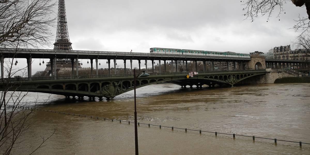 Intensas inundaciones amenazan París