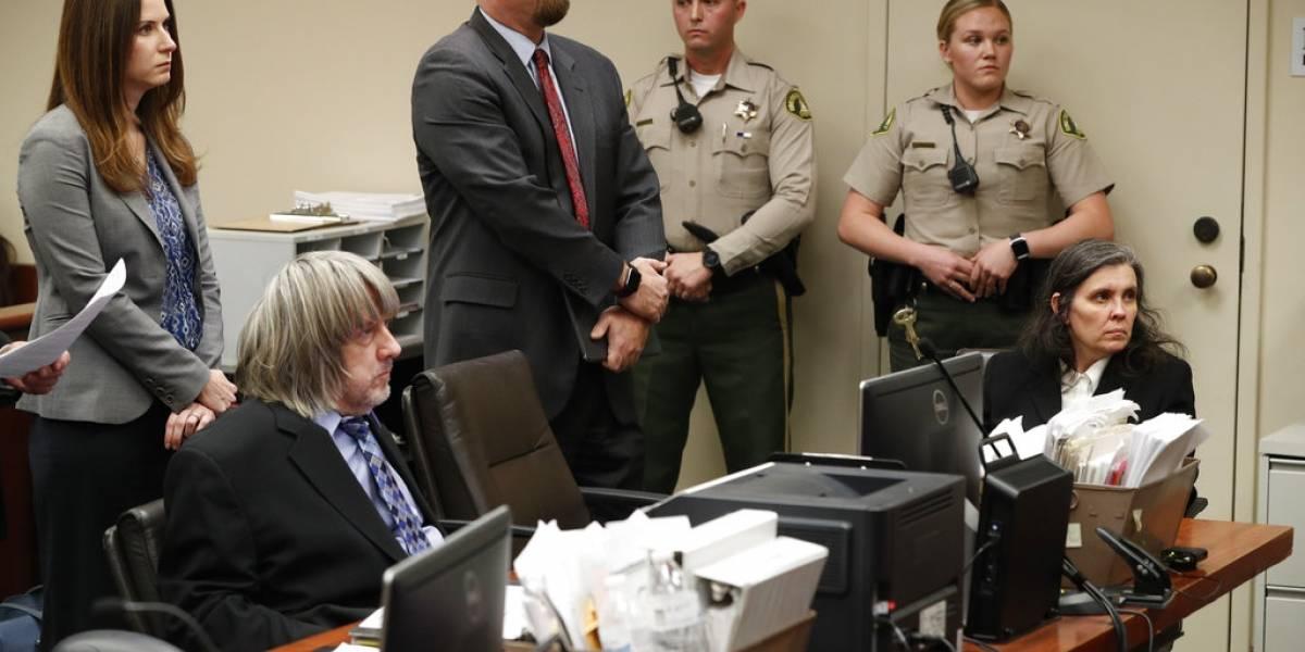 La macabra sonrisa de la madre que encadenó a sus 13 hijos: se enteró que no los verá por tres años y su reacción impactó al tribunal