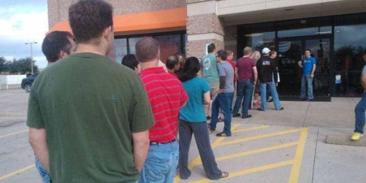 ¡Microsoft también puede! Hay gente haciendo fila para tener un Windows Phone 8