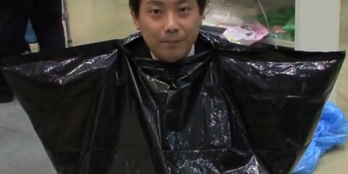 """El baño japonés """"para emergencias"""" no es más que evacuar metido en una bolsa"""