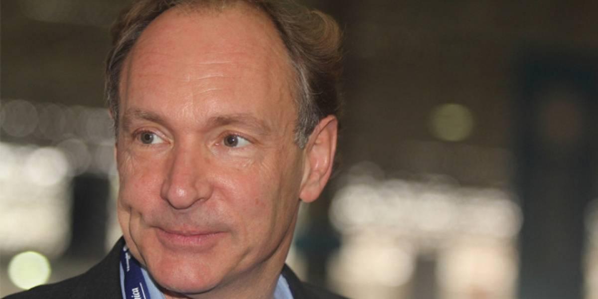 Tim Berners-Lee llama a exigir a Google y Facebook nuestros datos