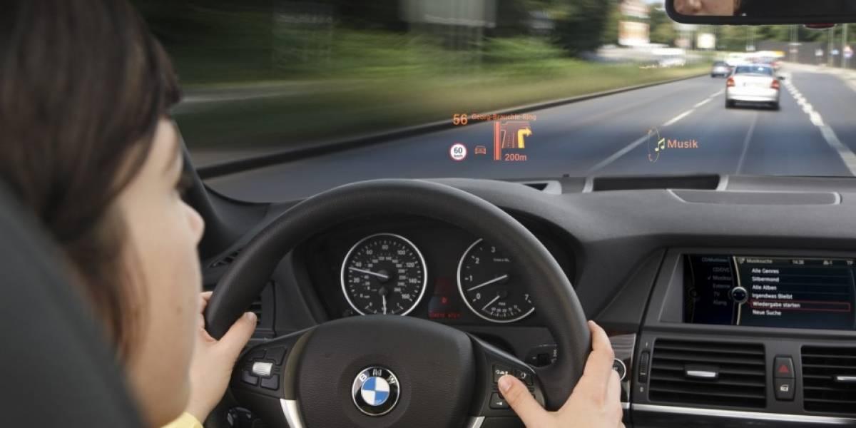 BMW le pondrá color al parabrisas de sus vehículos