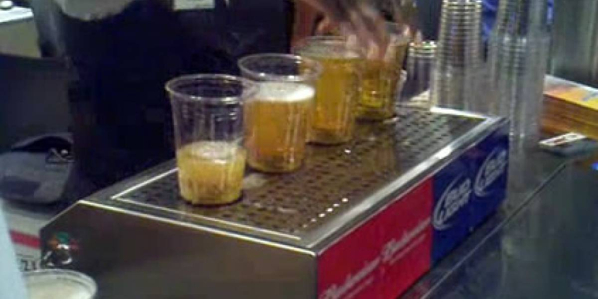 Magia, magia: Tu vaso de cerveza se llena por abajo, rápido y casi sin espuma