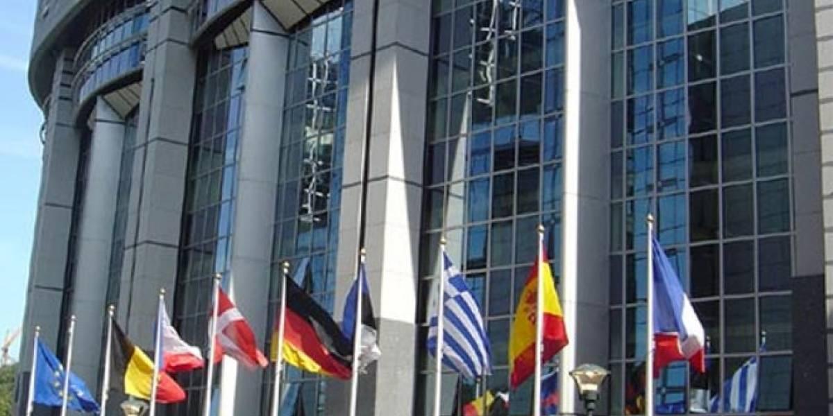 Europa investiga la unión de Telefónica con Orange y Vodafone para impulsar el pago con móvil