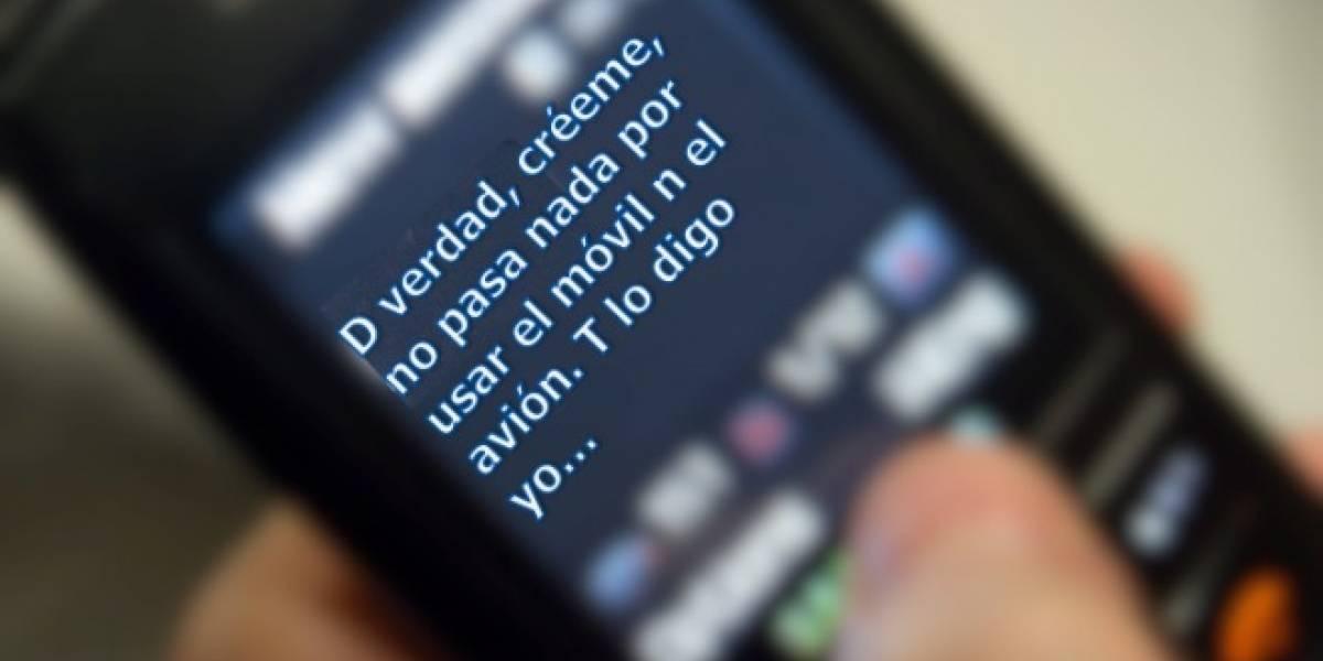 Piloto olvida soltar el tren de aterrizaje por distraerse enviando un mensaje de texto