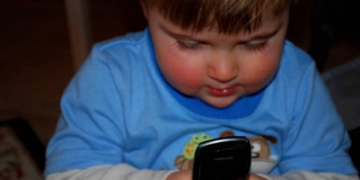 Padres adictos a sus smartphones serían negligentes con sus hijos