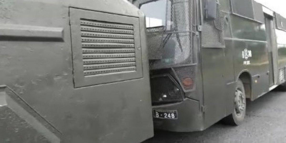 """Empate 0 a 0 en """"Operación Huracán"""": Carabineros se niegan a ser allanados pero PDI cierra cuartel de uniformados"""