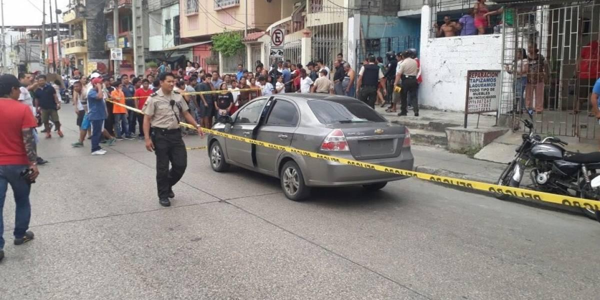 Guayaquil: Dos hombres fueron asesinados en el interior de su auto