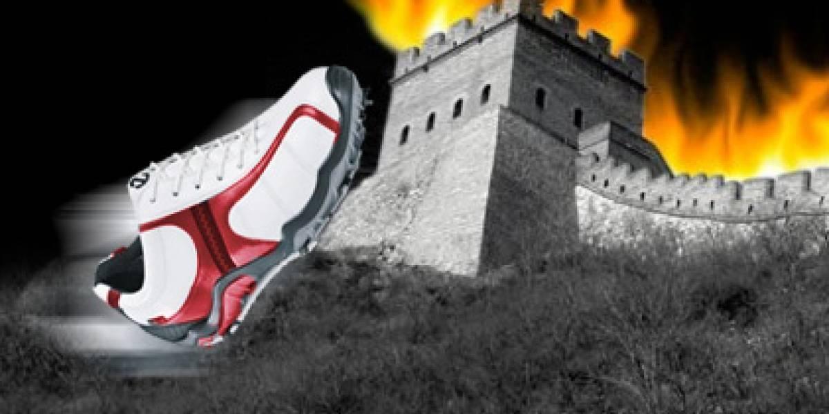 """Creador del """"Gran Firewall"""" de China es atacado por zapatos"""
