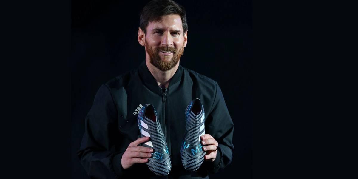 Drone entrega novo instrumento de trabalho para Messi