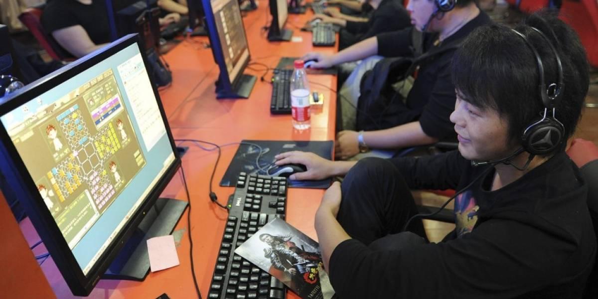 Pareja china vendió sus hijos para financiar adicción a juegos online en cibercafés