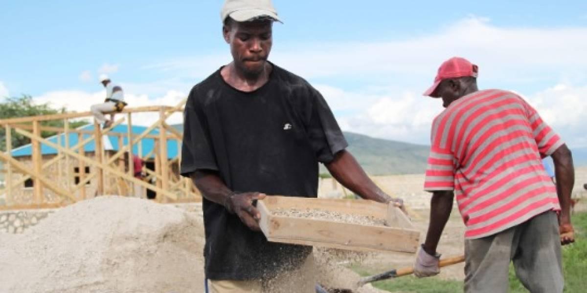 Haití: Inician primer sistema de transferencia de dinero por celular post-terremoto
