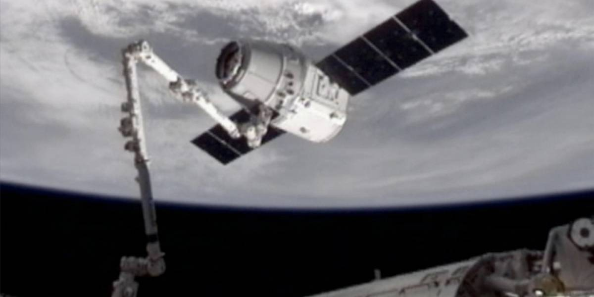 Cápsula privada SpaceX Dragon llegó con éxito a la Estación Espacial Internacional