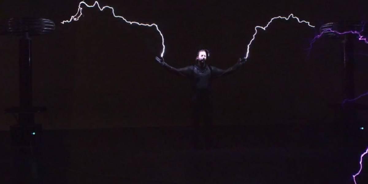 El mago David Blaine soportará millones de volts por 72 horas entre bobinas de Tesla