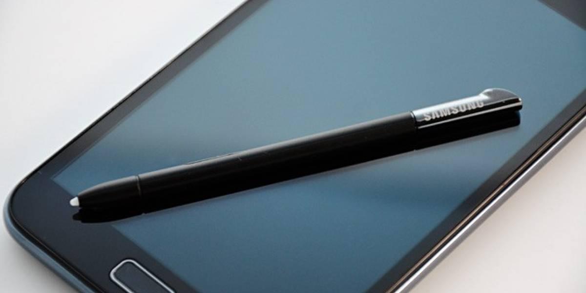 Un supuesto Galaxy Note II posa para la cámara espía