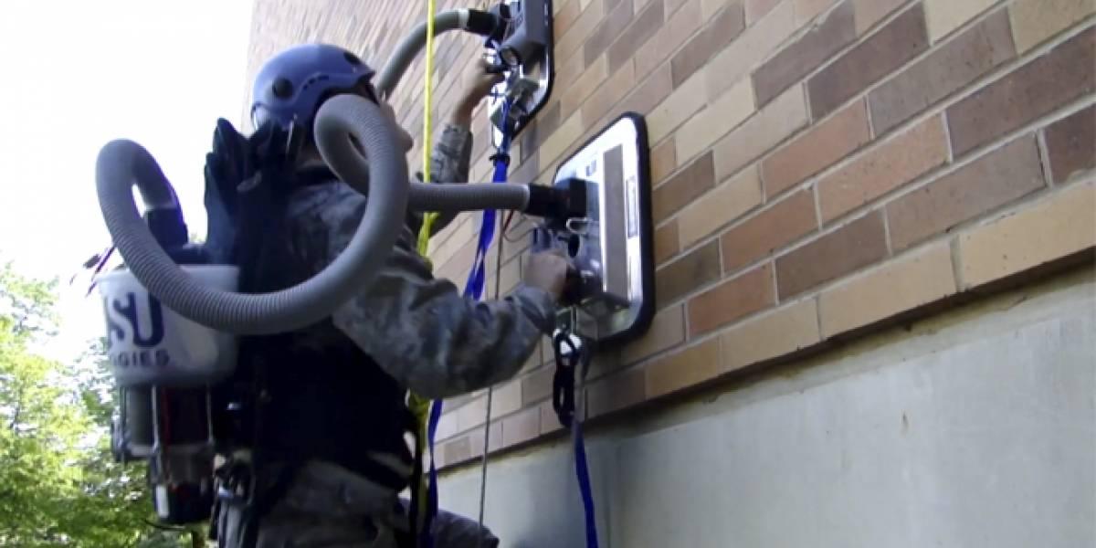 Tiembla Spiderman: Crean dispositivo para escalar paredes con aspiradoras