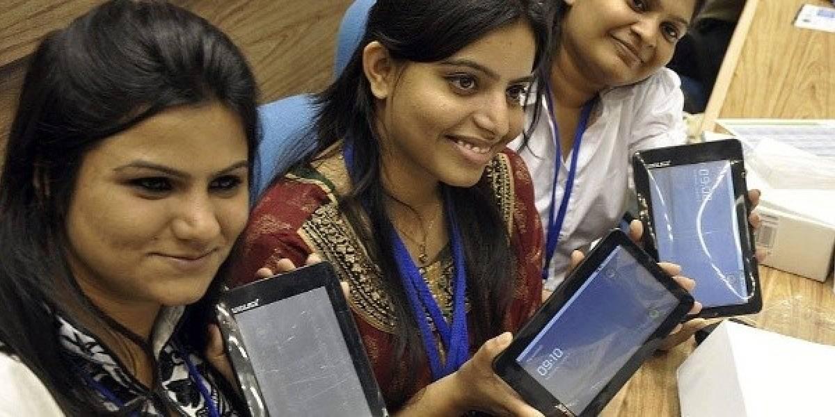 El Aakash, la tableta más barata del mundo, ya tiene 300 mil reservas en India