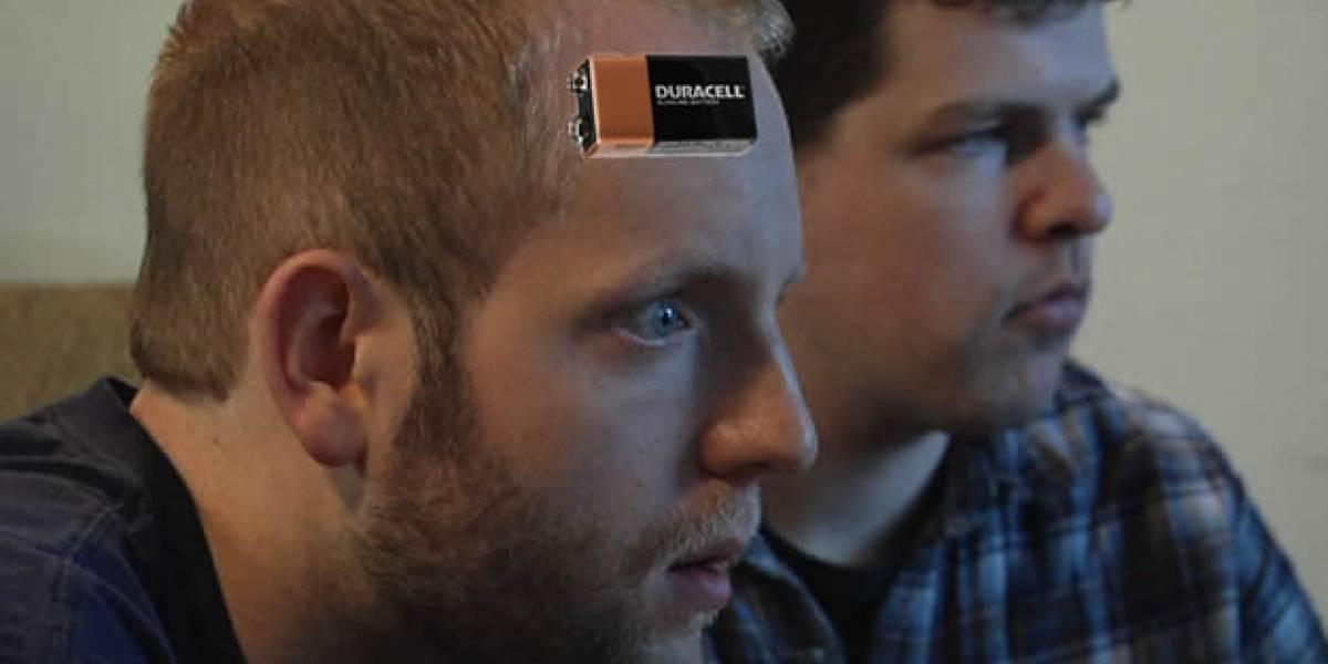 Una bateria de 9 voltios conectada a la cabeza mejora habilidades para videojuegos