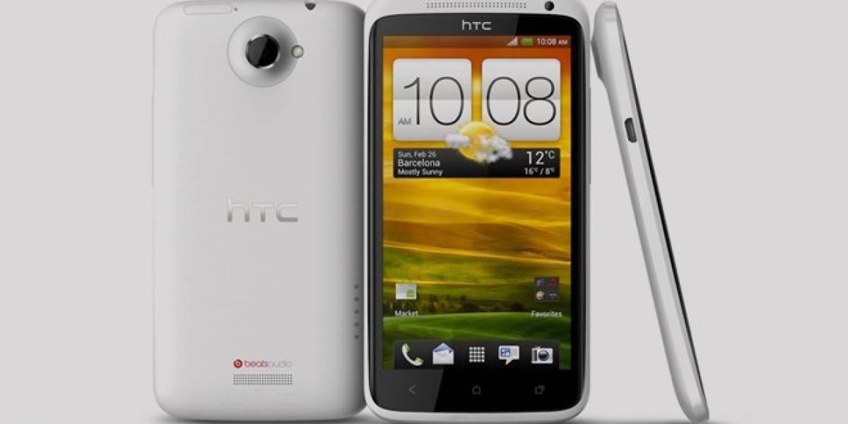 Rusos prueban la resistencia del HTC One X usándolo como martillo