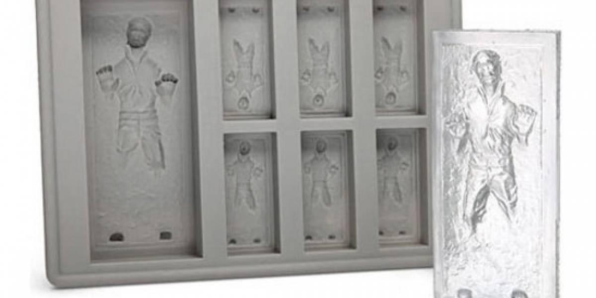 Cubitos de hielo con la forma de Han Solo conservado en carbonita