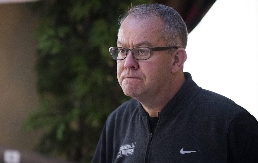 Mark Hollis renunció este viernes al cargo de director del programa de deportes de la Universidad de Michigan. Foto: AFP