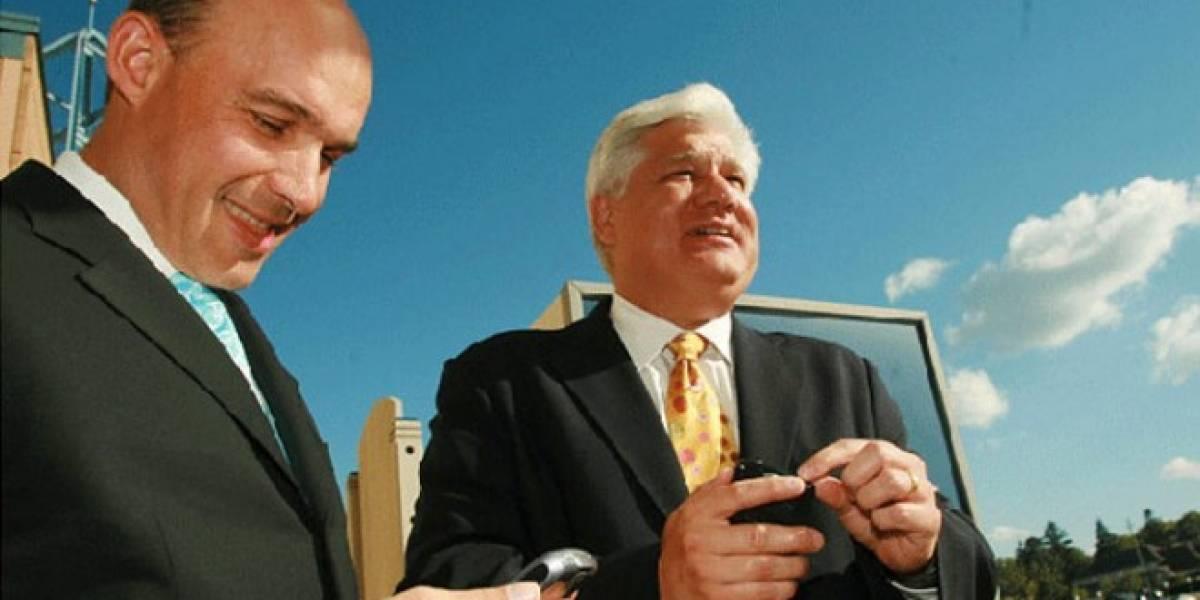 Ex-CEOs de RIM reciben grandes regalías tras su salida de la compañía