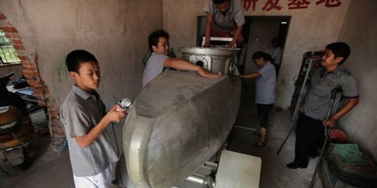 China: Lo despidieron del trabajo y ahora fabrica submarinos en su casa