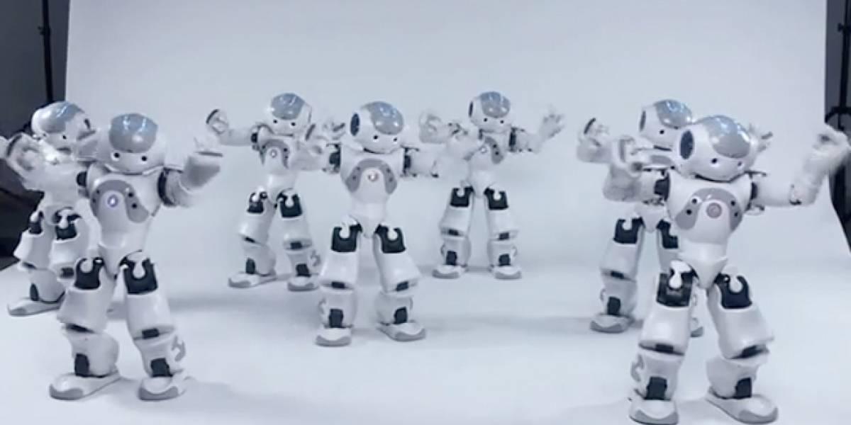 Robots bailan Thriller de Jacko para demostrar tecnología de sincronización